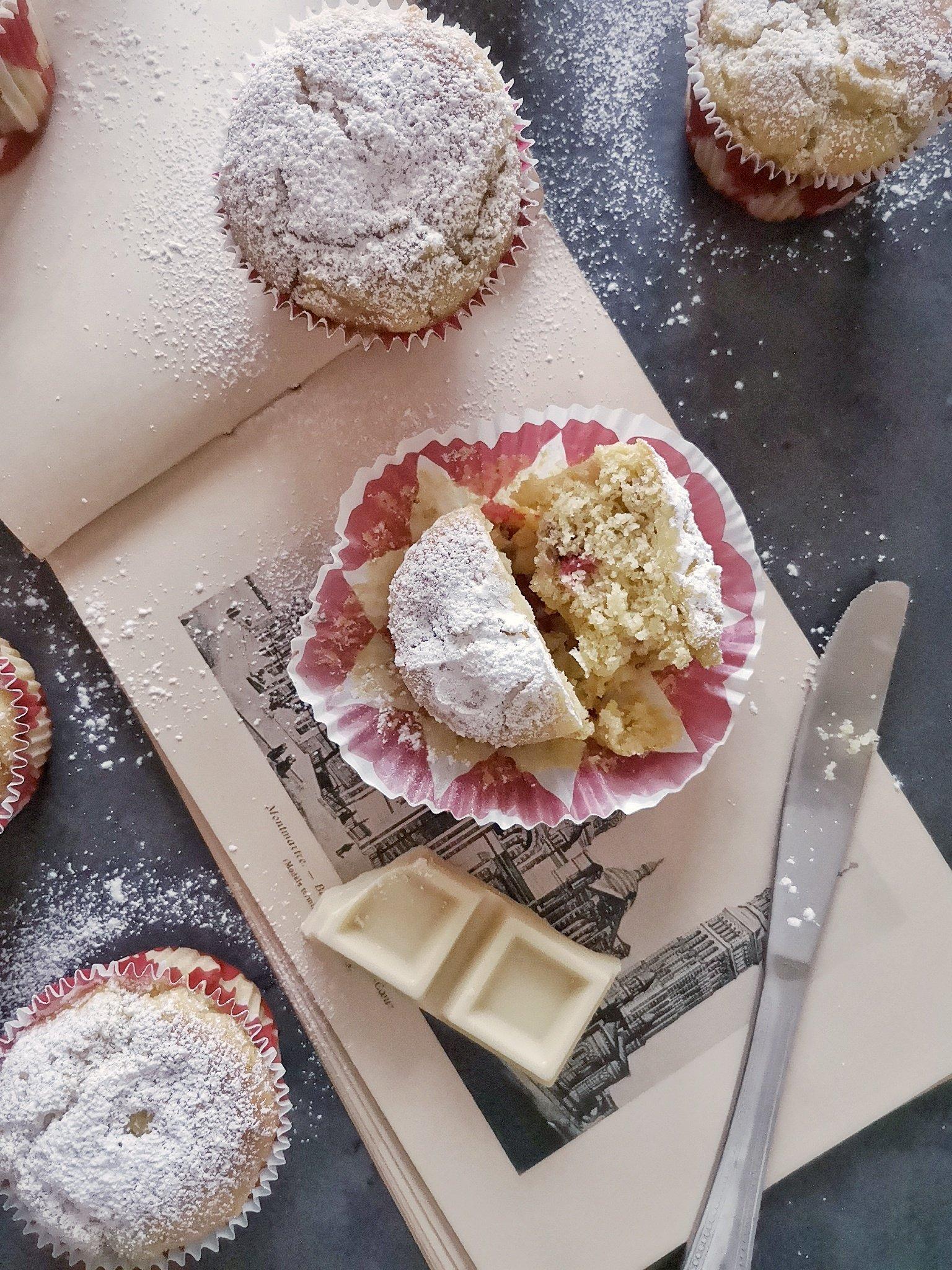 La ricetta dei muffin con frutti di bosco e cioccolato bianco