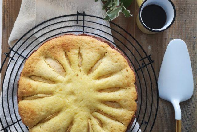 La ricetta della torta di mele con due impasti