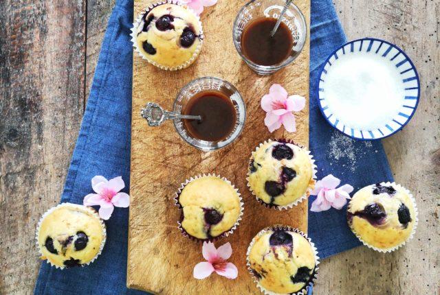 Il risultato finale dei muffin mirtilli e cocco