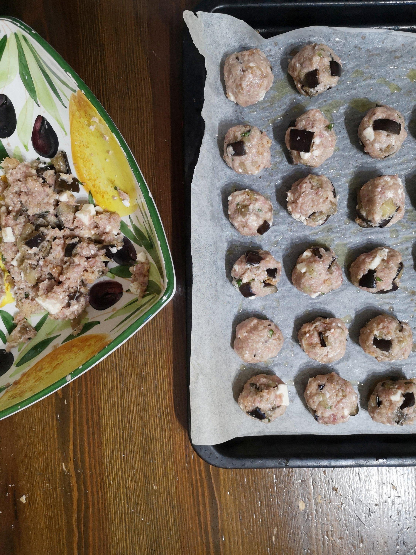 Polpette di macinato con melanzane e feta