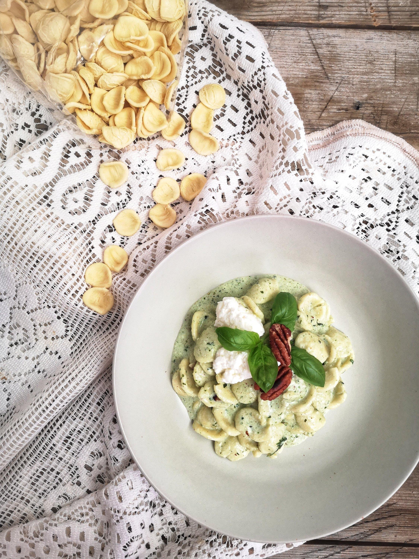 Orecchiette con crema al basilico