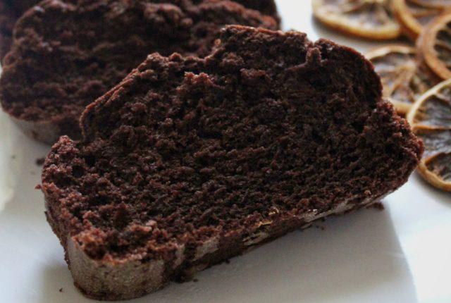 Plumcake al cacao, albumi e agrumi